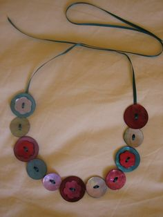 collier_boutons                                                                                                                                                      Plus