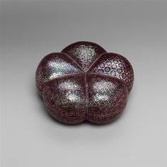 清 黑漆嵌螺鈿幾何紋盒 Box with Geometric Designs Period: Qing dynasty (1644–1911) Date: late 17th century Culture: China Medium: Black lacquer with mother-of-pearl inlay