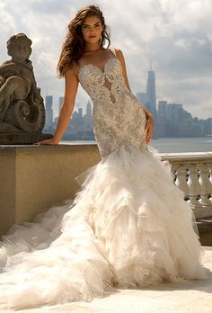 Eve of Milady. Lace sweetheart gown with a sleeveless, fit-and-flare silhouette.