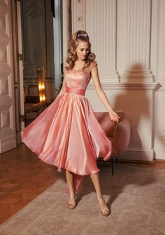 Everything Feminine — kirstyscloset: Girly Wishes 💗🎀🌸👗👜💐💖 Evening Gowns With Sleeves, Long Evening Gowns, Lovely Legs, Short Cocktail Dress, Healthy Women, Young Models, Spring Dresses, Beautiful Models, Skirt Fashion