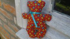 Ursinha inspirada nas Tildas feita em tecido