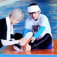 This is the cutest thing, Jimin helping V put his shoe back on. How can u not fall in love with this human being?