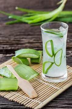 Try aloe vera juice as it may help you improve your overall health and maintain a healthy body weight. Healthy Body Weight, Healthy Life, Health And Nutrition, Health And Wellness, Health Fitness, Aloe Vera Capsules, Cure For Sunburn, Fun Drinks, Refreshing Drinks