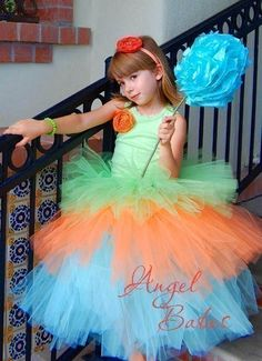 AngelBabes No-Sew Tutu Instructions  Learn to make 10 different Style Tutus. $4.99, via Etsy.