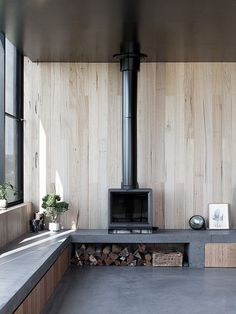 Latest Totally Free Fireplace Hearth wrap around Suggestions Three Black Timber Pavilions Connected by a Masonry Wall: Fish-Creek House Fireplace Hearth, Fireplace Inserts, Fish Creek, Freestanding Fireplace, Hotels, Masonry Wall, Long Walls, Das Hotel, Living Room Seating