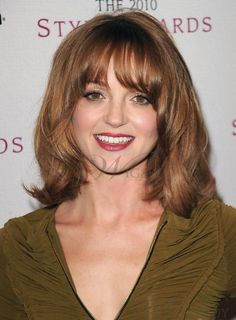 Women's Hairstyles: Medium Length Hairstyles For Women Round Face For Valentine medium hairstyles, Medium hairstyles With Bangs Mid Length Layered Haircuts, Layered Haircuts For Women, Wavy Haircuts, Round Face Haircuts, Long Bob Hairstyles, Hairstyles With Bangs, Hairstyle Ideas, Bangs Hairstyle, Layered Hairstyles