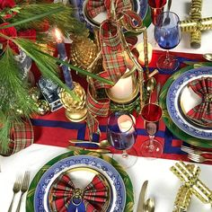 Tartan, Christmas, blue and white (obvs), channeling Carolyn Roehm and, LION'S HEADS! Lion's heads make me REALLY happy. Blue Christmas Decor, Tartan Christmas, Spode Christmas, Christmas Hearts, Christmas Home, Christmas Holidays, Holiday Decor, Christmas China, Rustic Christmas