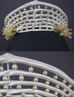 Vintage 1930s Art Deco Wedding Veil Crown Headpiece with Wax Flowers, Orange Blossoms & Pearls - detail