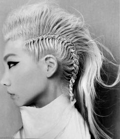 2NE1′s CL – A Blond Braided Fauxhawk