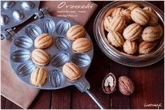 Peanuts stuffed with cream michałkowym Cooking Cookies, Polish Recipes, Party Treats, Dessert Recipes, Desserts, Holiday Baking, Macaroons, Nutella, Baked Goods