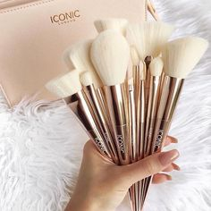 Print Logo Makeup Brushes Professional Cosmetic Make Up Brush Set T… - Beauty Home Makeup To Buy, Cute Makeup, Makeup Goals, Makeup Brush Set, Beauty Makeup, Wolf Makeup, Makeup Blush, Make Up Designs, Make Up Palette
