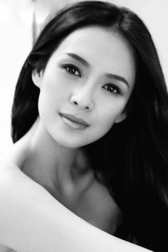 Zhang Ziyi (章子怡) - Zhang, born on February 1979 in Beijing, is an international Chinese film actress and model. Beautiful Asian Women, Beautiful Celebrities, Beautiful Eyes, Beautiful Actresses, Beautiful People, Zhang Ziyi, Asian Woman, Asian Girl, Black And White Portraits