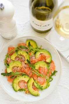 Smoked salmon, avocado, arugula....(substitute spinach for arugula). 2 fav foods combined?? O_O MUST try!!