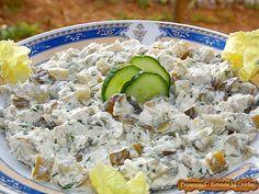 Salata de pui cu ciuperci eu o percep ca fiind foarte populară, devreme ce o regăsesc pe la mai toate evenimentele la care se întinde masa.