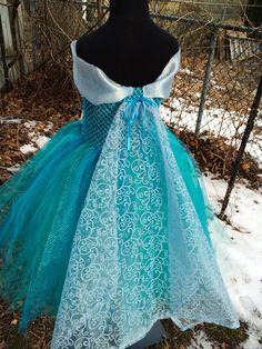 Hand-Knitted Frozen Crochet Tutu Dress With Tulle Cape - Party Dress, Frozen Dress - Which Frozen Lace New Years Eve Outfits Will You Try on? by nailedit Frozen Dress, Elsa Dress, Tulle Dress, Dress Up, Frozen Tutu, Diy Tutu, Little Girl Dresses, Girls Dresses, Princesa Tutu
