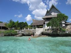 Moalboal, Cebu beach resorts.  Budget guide for beachfront resorts that are cheap in price, but luxurious in value.