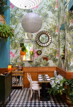 Leo's Oyster Bar-gorgeous wallpaper!