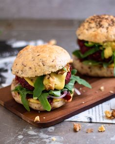 Oatmeal burger with beetroot and walnuts- Haferflocken Burger mit Rote Bete und Walnüssen Vegan burgers – because they taste without meat! Oatmeal burger with beetroot and walnuts! Vegetable Recipes, Meat Recipes, Vegetarian Recipes, Dinner Recipes, Healthy Recipes, Meatloaf Recipes, Vegan Dinners, Pasta Recipes, Crockpot Recipes