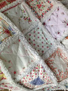 Vintage Hanky Handkerchief Rag Quilt V by ZeedleBeez on Etsy Vintage Quilts, Vintage Sewing, Vintage Linen, Vintage Fabrics, Quilting Projects, Sewing Projects, Quilting Ideas, Handkerchief Crafts, Embroidery Transfers