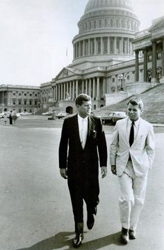 JFK& Brother - Robert F. Kennedy was highly religious. Jackie once claimed that all these fears of JFK& religion influencing his presidency was ridiculous as he was such a poor Catholic - However she& understand if they were talking about Bobby. John Kennedy, Les Kennedy, Carolyn Bessette Kennedy, Ethel Kennedy, Greatest Presidents, American Presidents, Familia Kennedy, John Fitzgerald, Us History