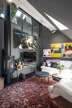 Decoração de: Sala de estar; lareira preta; Casa de Valentina