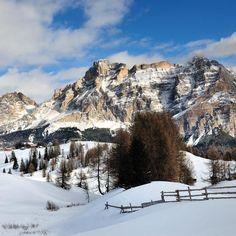 Those #dolomiti mountains look always good especially in January with practically nobody around! #travel #sudtirol #mountains #ski