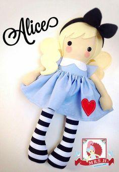Bonecas Doll Crafts, Diy Doll, Doll Toys, Baby Dolls, Dolls And Daydreams, Fabric Toys, Sewing Dolls, Doll Repaint, Doll Maker
