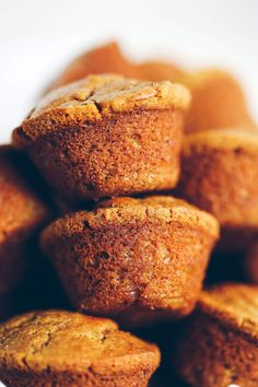 Flourless pumpkin banana muffins make for easy meal prep- perfect for cozy fall breakfasts or post workout fuel! Naturally sweetened, with added health benefits and protein from collagen peptides. Gluten Free Pumpkin, Healthy Pumpkin, Gluten Free Baking, Gluten Free Desserts, Pumpkin Protein Muffins, Pumpkin Muffin Recipes, Healthy Muffins, Healthy Smoothies, Yogurt