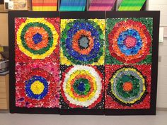 Kandinsky Plastic Cap Mural 3-5 Grades Group Art Projects, Collaborative Art Projects, Recycled Art Projects, Recycled Crafts, Button Art, Button Crafts, Bottle Top Art, Plastic Bottle Caps, Bottle Cap Projects