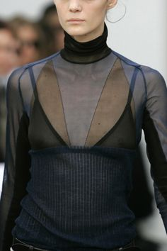 Balenciaga at Paris Fashion Week Spring 2006 - Details Runway Photos
