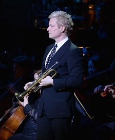 Chris Botti Photos - Chris Botti performs during the Anniversary Rainforest Fund Benefit Concert at Carnegie Hall on April 2014 in New York City. Jazz Instruments, Chris Botti, Jazz Standard, Contemporary Jazz, Smooth Jazz, Easy Listening, Trumpets, Jazz Blues, Great Photos