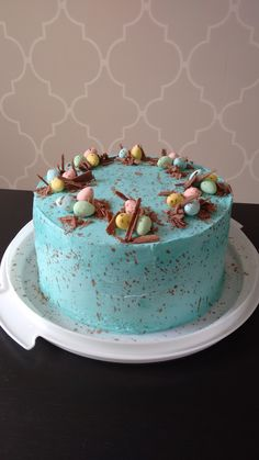 Canadian Living reader Alma Singh of Mississauga, Ont. made a picture perfect cake that matches the one from our April 2015 cover. That Speckled Easter Egg Chocolate Cake recipe was a real hit with ou (Easter Cake Decorating) Cute Easter Desserts, Easter Cupcakes, Easter Treats, Easter Recipes, Just Desserts, Easter Deserts, Easter Food, Easter Cake Nest, Health Desserts