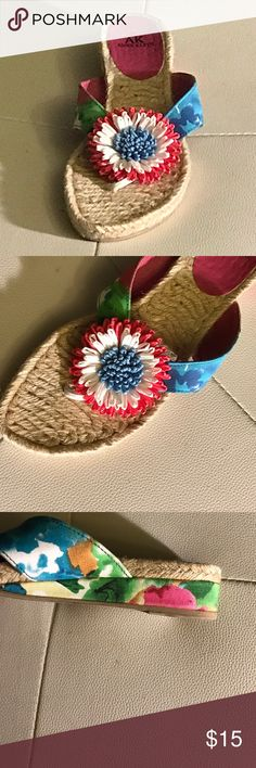 👠Anne Klein Floral Flat Shoes 👠 Excellent Condition, worn only a few times. Perfect for the beach. Love the floral print. Anne Klein Shoes Flats & Loafers