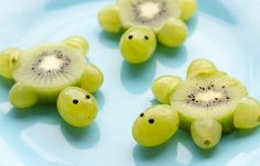 Schildkröten aus Kiwi Weintrauben Foodie Kinder Kids lecker gesund süß Obst - Comidas fáciles - Las recetas más prácticas y fáciles Cute Snacks, Snacks Für Party, Snacks Kids, Meer Party Essen, Sea Party Food, Fruit Party, Fun Fruit, Baby Fruit, Watermelon Fruit