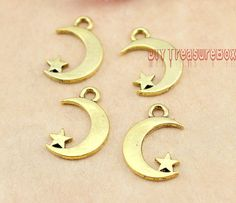 40pcs- Moon and Star Charms, Antique Gold Moon and Star charm Pendants 17x11mm