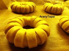 AranyTepsi: Almás napsugár kalácskák Apple Rings, Onion Rings, Pumpkin, Cookies, Baking, Vegetables, Ethnic Recipes, Desserts, Food
