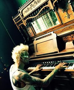 """i LOVE the man plays the piano❤︎ @jamesmichaelofficial - Instagram:""""One of my favorite things about @sixxam playing old theatres is finding little gems like this...#vintageinstruments #PrayerForTheDamned"""" #JamesMichael #SixxAM #theater"""