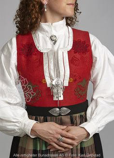 Nordmørsbunad til dame - BunadRosen AS Folk Costume, Costumes, Norway, Scandinavian, Folklore, Sweden, Jackets, Decor Ideas, Clothes