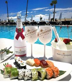 Sushi,Lobster Bites with Moët & Chandon Champagne Poolside= Heaven by My glamorous world of fashion. Easter Dinner Recipes, Brunch Recipes, Wine Recipes, Moet Chandon, Champagne Moet, Champagne Brunch, Rolls Royce Wallpaper, Jai Faim, Luxury Food