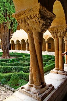 Country Scenes, Old Building, Spain And Portugal, Kirchen, The Good Place, Architecture Design, Pergola, Spanish, Places To Visit