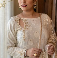 For a fresh and stylish charm, it is best to experiment a bit and pick from a variety of new suit neck designs available in this catalogue. Salwar Kameez Neck Designs, Punjabi Suit Neck Designs, Churidar Designs, Kurta Neck Design, Neckline Designs, Back Neck Designs, Dress Neck Designs, Stylish Dress Designs, Blouse Designs