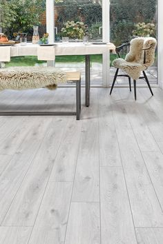thoroughly modern with cool white tones underlying concrete hues and minimal grain markings series woods professional white oak brings a high fashi White Oak Laminate Flooring, White Wood Floors, Hardwood Floors, Stone Flooring, Kitchen Flooring, Luxury Vinyl Flooring, Flooring Options, Flooring Ideas, Dining Room Inspiration