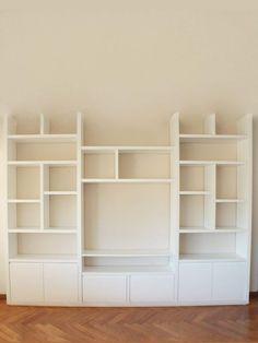 Interior Design Living Room, Living Room Decor, Bedroom Decor, Bookshelf Plans, Bookshelves, Small Space Interior Design, Muebles Living, Shelving, Storage Spaces