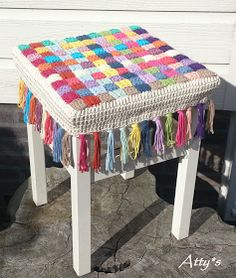 Stool cover pattern. Good idea to weave the strips together