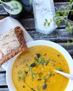 Rotsakssoppa med örter och röda linser Easy Healthy Recipes, Raw Food Recipes, Veggie Recipes, Fish Recipes, Soup Recipes, Vegetarian Recipes, Vegan Food, Vegan Desserts, Healthy Foods