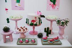 Festa Flamingo: 90 fotos + tutoriais para uma comemoração incrível Flamingo Birthday, Kids Church, Planter Pots, Birthday Parties, Place Card Holders, Baby Shower, Cake, Party, Pineapple