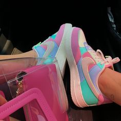 Damenschuhe Sneakers 38 Schuhe Turnschuhe, die immer gut aussehen Choosing The Right Chain Link Fenc Hype Shoes, Women's Shoes, Me Too Shoes, Converse Shoes, Golf Shoes, Vans Shoes Women, Neon Shoes, Big Shoes, Shoes Jordans