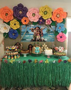 Moana party Moans Birthday Party, Moana Birthday Party Theme, Moana Themed Party, Moana Party, Luau Party, Hawaiian Birthday, Flamingo Birthday, Luau Birthday, 3rd Birthday Parties