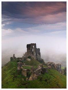 Corfe Castle sunrise in mist, Dorset, England Castle Ruins, Medieval Castle, Places To Travel, Places To See, Corfe Castle, Famous Castles, Real Castles, Beautiful Castles, Abandoned Places