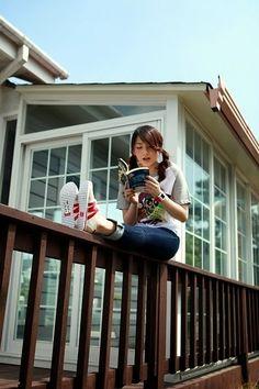 Leer subido a una barandilla